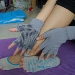 ถุงมือ ถุงเท้าโยคะ กันลื่น YKSM30-1P
