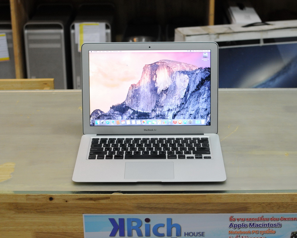 MacBook Air 13-inch Late 2010 Core 2 Duo 1.86 GHz. RAM 2GB SSD 128GB Graphics GeForce 320M-256MB