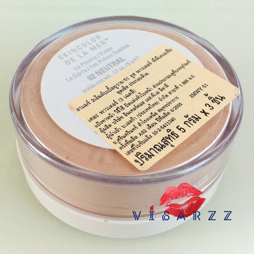 (Mfg. 08/55) La Mer Skincolor De La Mer The Powder 5g # 02 Neutral แป้งฝุ่นเนื้อละเอียดบางเบาพิเศษ ด้วยสูตรเฉพาะจาก La Mer ที่พัฒนามาเป็นพิเศษ เพื่อให้เนื้อแป้งเนียนเรียบกลืนไปกับผิว ด้วยส่วนผสมที่รังสรรค์จากใต้ทะเลลึก ช่วยปรับโครงสร้างและช่วยอำพรางร่อยรอ