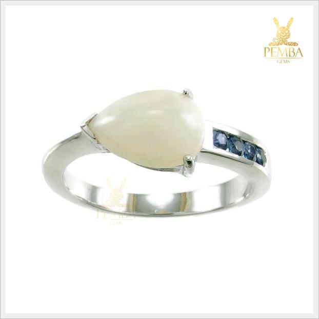 แหวนโอปอลขาว อัญมณีสีเหลือบรุ้ง