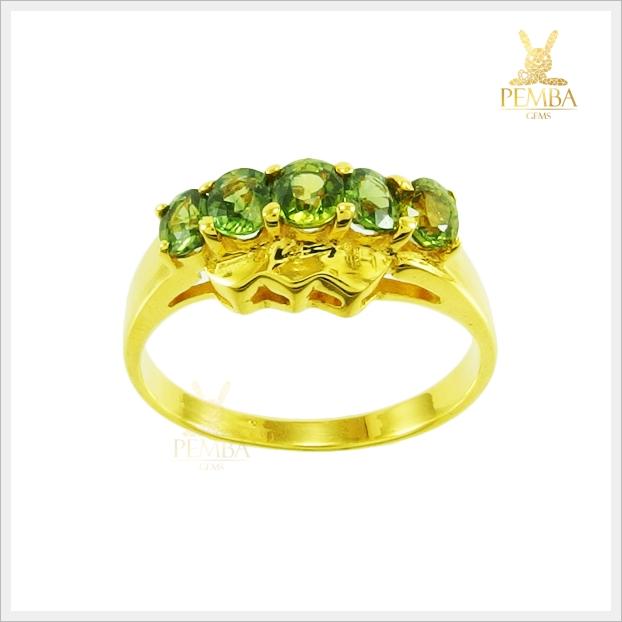 แหวนเขียวส่องแท้ 5 เม็ดเรียง สวมใส่ติดนิ้วได้ทุกโอกาส(สามารถสั่งทำได้ค่ะ)