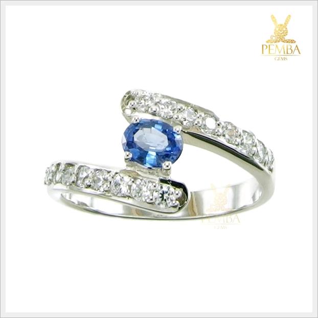 แหวนไพลินแท้ สวยใสไฟดี ดีไซน์สวยเก๋มีสไตล์