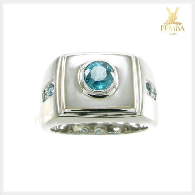 แหวนเพทายแท้ สีฟ้าเข้ม เรียบๆ แต่มีสไตล์