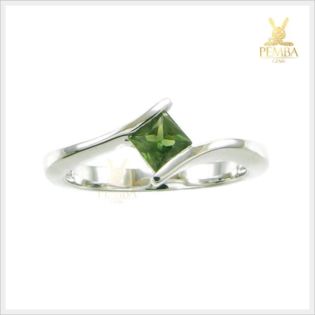 แหวนเขียวส่อง แหวนพลอยเขียวส่อง แหวนพลอยสวยๆ