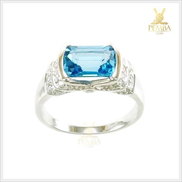 แหวนสวิสบลูโทแพซแท้ เสริมเสน่ห์ใส่ติดนิ้วน่ารักๆ